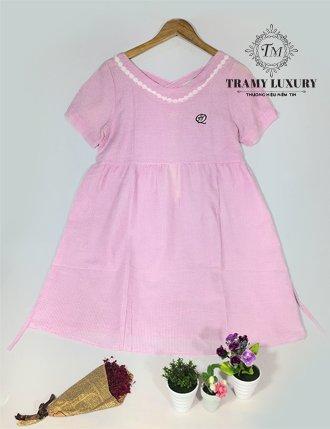 Đầm bầu công sở hồng viền trắng đan vai sành điệu